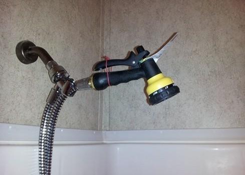 badrum-dusch-tradgardsslang