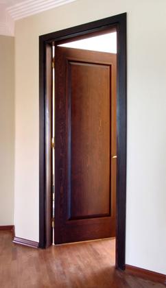 Knarrar dörren eller skakar den när den är stängd?
