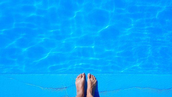 Fr n sovrum till pool p 2 3 sekunder for Pintado de piscinas