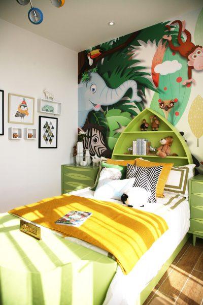Rum, inrett för barn med fin väggmålning