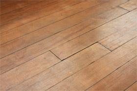 Renovera och behandla trägolv
