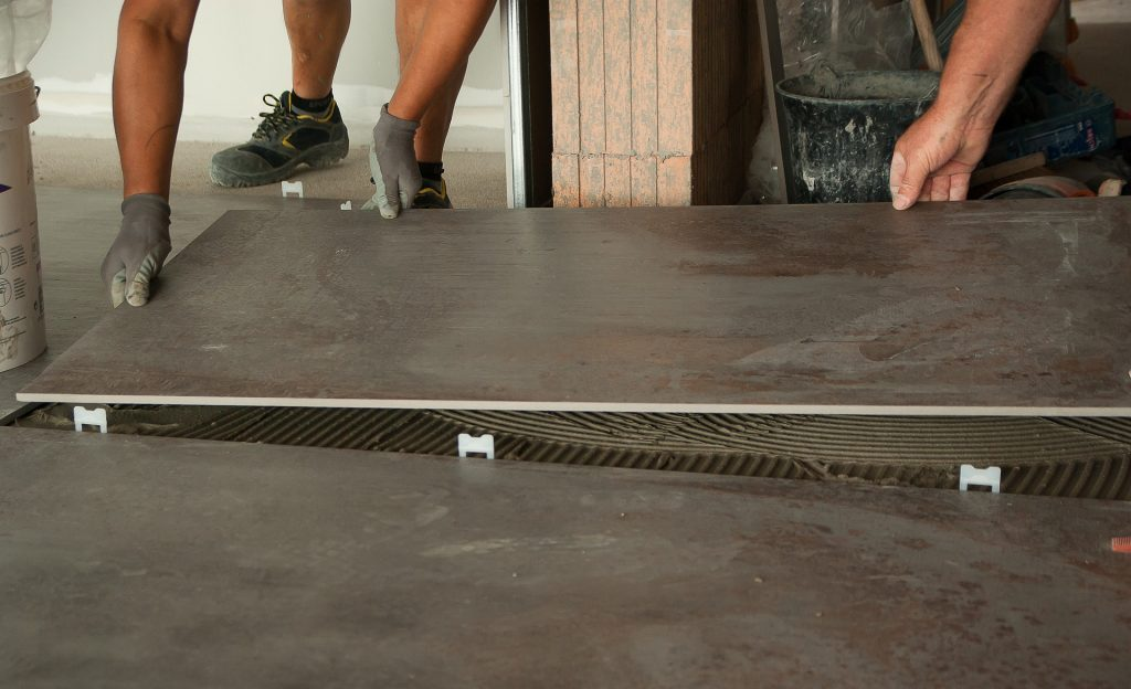 Att anlita hantverkare for Fliesenboden renovieren
