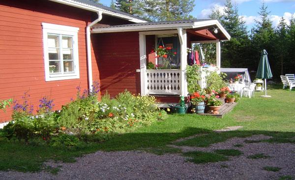 Utbyggnad med veranda tack vare snickare och barnbarn