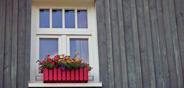 Måla om husfasad med träpanel